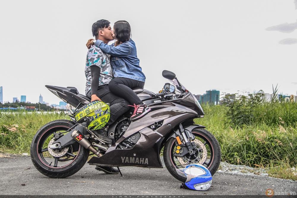 Couple trai tài gái sắc tạo dáng cùng cặp đôi r6 - r1 của nhà yamaha - 12