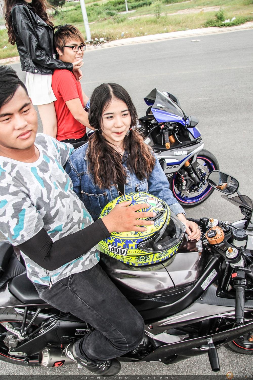 Couple trai tài gái sắc tạo dáng cùng cặp đôi r6 - r1 của nhà yamaha - 15