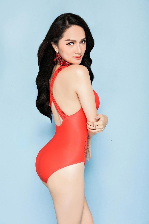 Hoa hậu hương giang khoe đường cong rực lửa catwalk điêu luyện cùng với bikini - 7