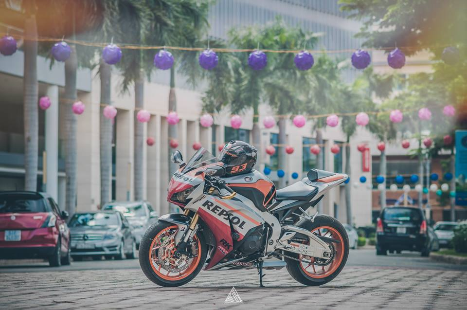 Honda cbr1000rr repsol mạnh mẽ giữa lòng sài gòn - 3