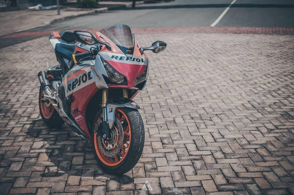 Honda cbr1000rr repsol mạnh mẽ giữa lòng sài gòn - 4