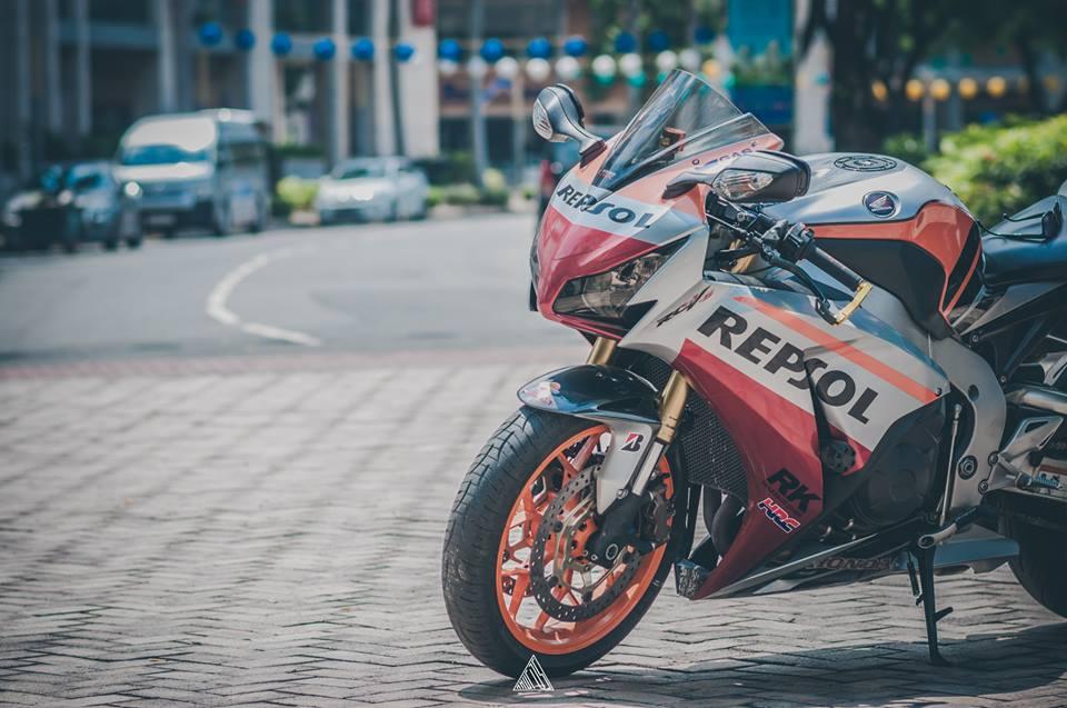 Honda cbr1000rr repsol mạnh mẽ giữa lòng sài gòn - 5