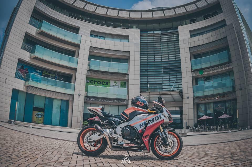 Honda cbr1000rr repsol mạnh mẽ giữa lòng sài gòn - 7