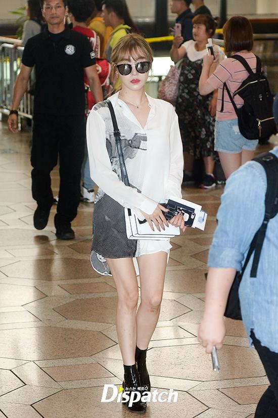 Loạt sao khủng nhà sm xuất hiện ở sân bay người khoe tóc mới người khoe street style cực chất - 5