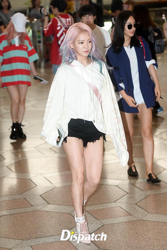 Loạt sao khủng nhà sm xuất hiện ở sân bay người khoe tóc mới người khoe street style cực chất - 6