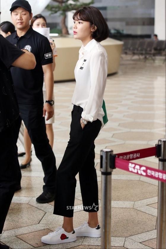 Loạt sao khủng nhà sm xuất hiện ở sân bay người khoe tóc mới người khoe street style cực chất - 8