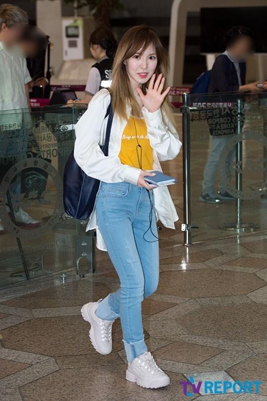 Loạt sao khủng nhà sm xuất hiện ở sân bay người khoe tóc mới người khoe street style cực chất - 12