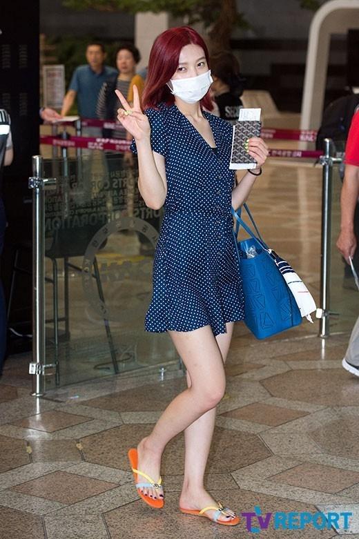 Loạt sao khủng nhà sm xuất hiện ở sân bay người khoe tóc mới người khoe street style cực chất - 14