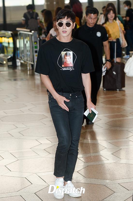 Loạt sao khủng nhà sm xuất hiện ở sân bay người khoe tóc mới người khoe street style cực chất - 18