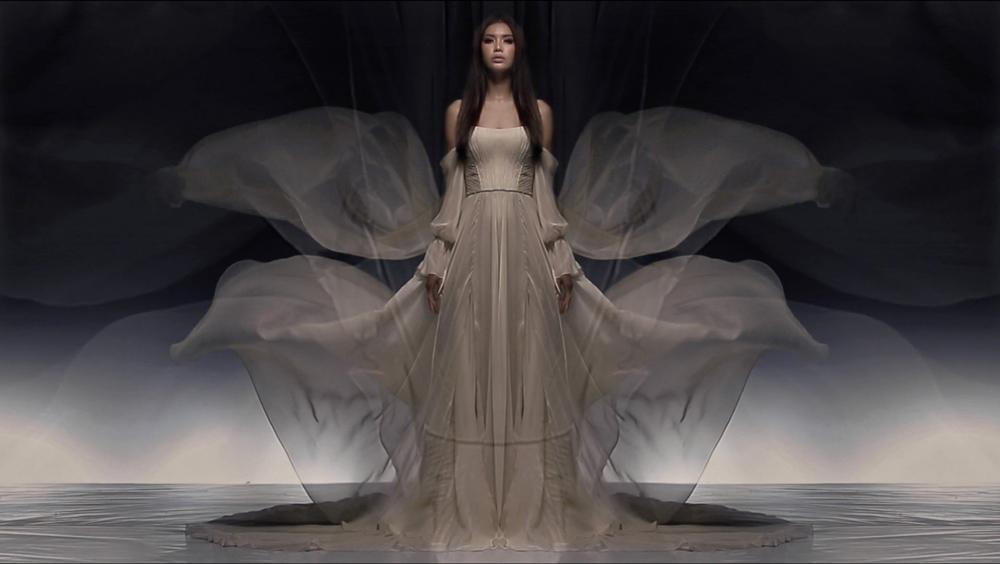 Siêu mẫu minh tú bất ngờ hóa nữ thần 2 đầu với thiết kế của chung thanh phong - 3