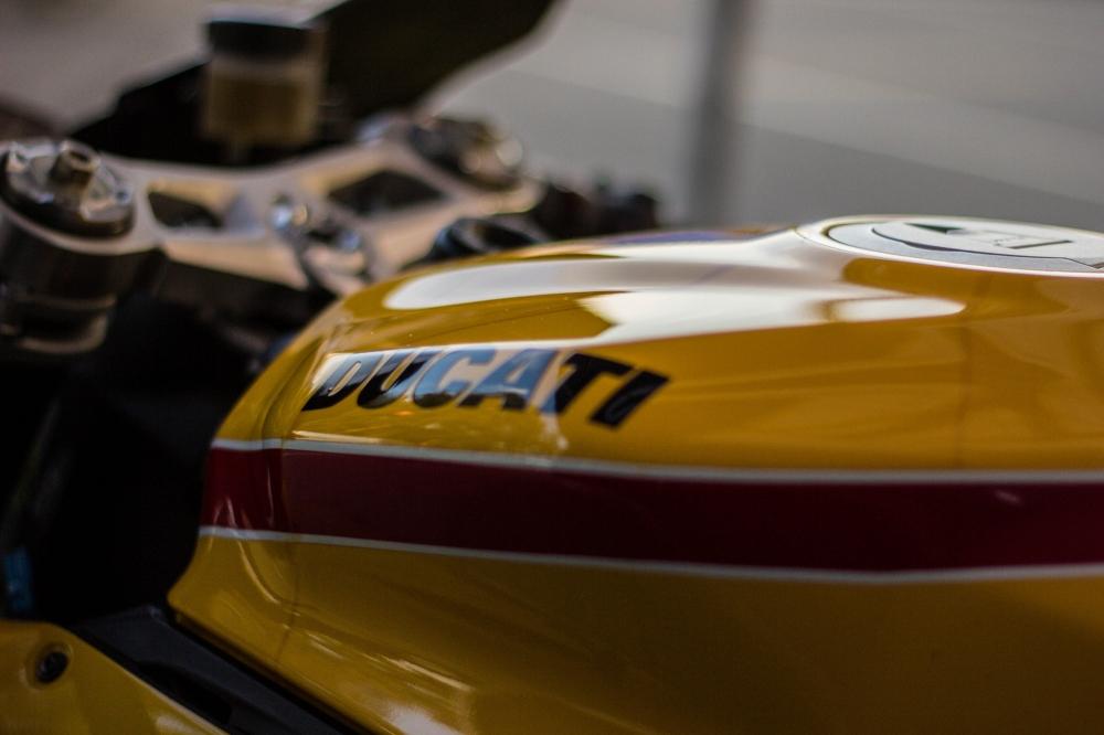 Siêu xe 899 panigale mạnh mẽ giựt ga đùng đùng trên sân đua - 5