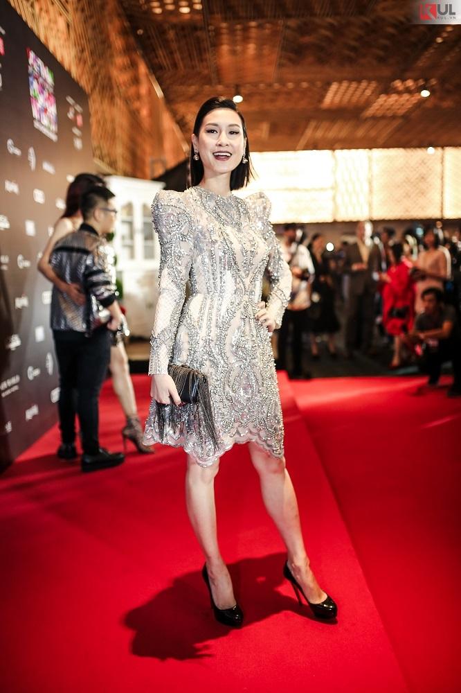 Vifw 2017 hậu scandal minh hằng vẫn rực rỡ trên thảm đỏ katy nguyễn gợi cảm hơn tuổi 18 ở ngày đầu tiên - 9