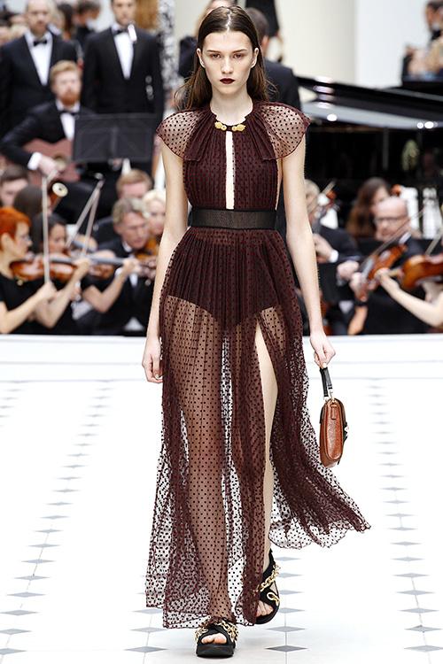 Thổn thức trước những chiếc váy đẹp diệu kỳ ở london - 7