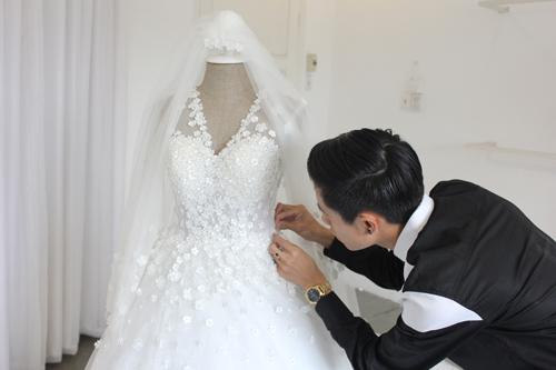 Cận cảnh váy cưới tâm tít sẽ mặc trong hôn lễ - 1