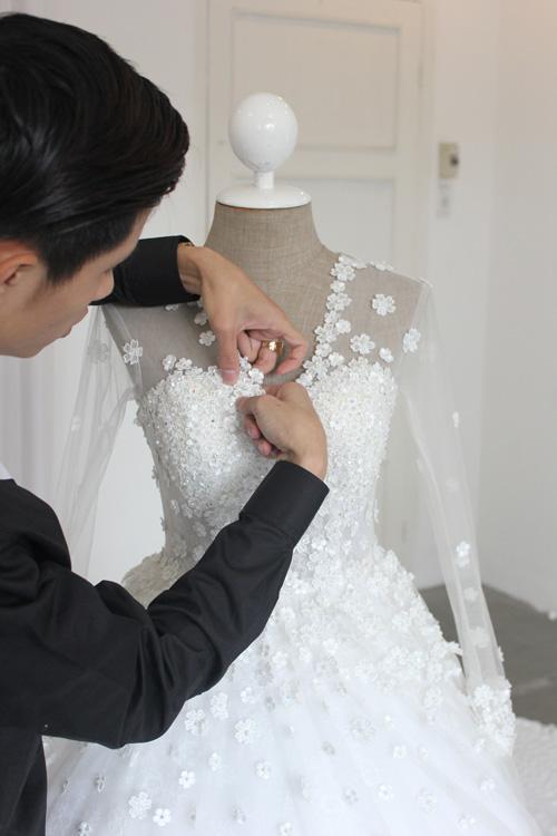 Cận cảnh váy cưới tâm tít sẽ mặc trong hôn lễ - 2