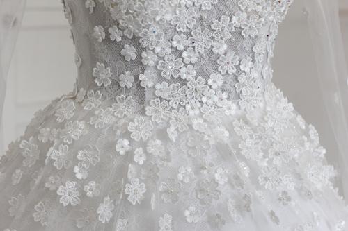 Cận cảnh váy cưới tâm tít sẽ mặc trong hôn lễ - 7