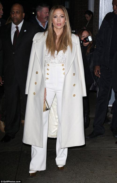 Mặc đồ trắng mùa đông gợi cảm như mỹ nhân hollywood - 1