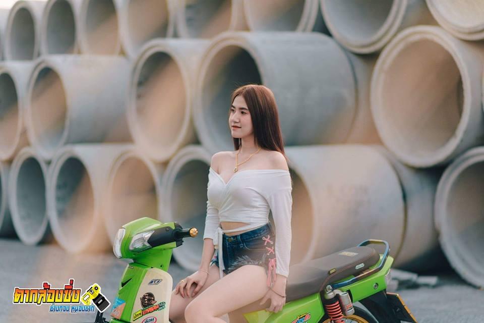 Hotgirl nóng bỏng khoe dáng bên cub fi độ của biker nước bạn - 2