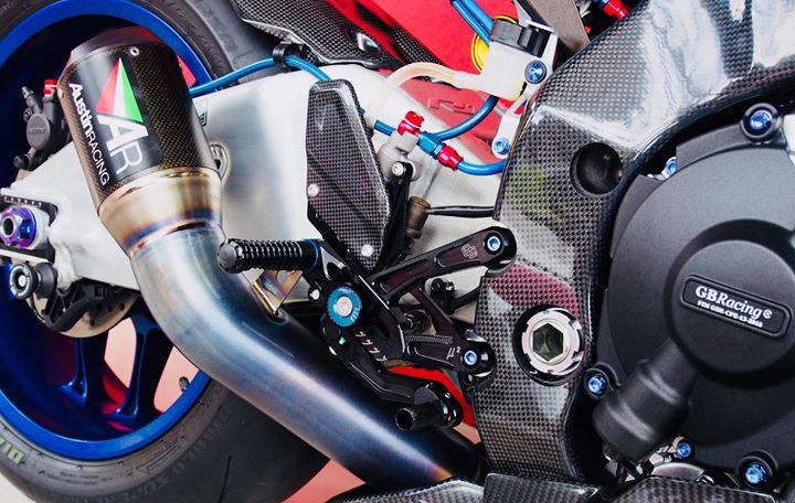 Yamaha r1m nâng cấp hoàn thiện với phụ kiện carbon fiber - 12