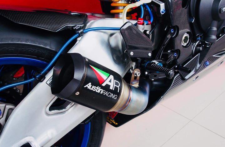 Yamaha r1m nâng cấp hoàn thiện với phụ kiện carbon fiber - 15